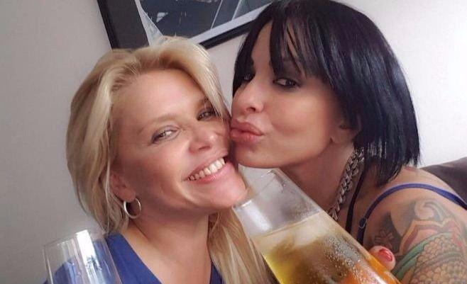 Nazarena Vélez y Daniela Cardone, desnudas y a los besos