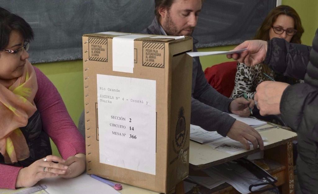 Un hombre quiso votar dos veces y fue detenido