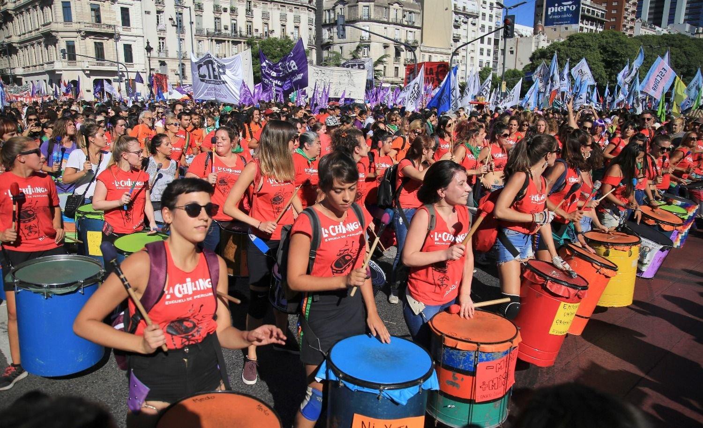 Día de la Mujer: multitudinaria marcha y reclamos