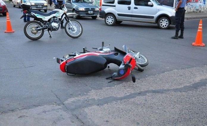 Mendocino quiso esquivar a un perro pero voló de la moto