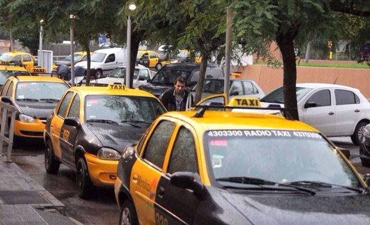 Fuerte suba: los propietarios de taxis quieren que la tarifa aumente un 40%