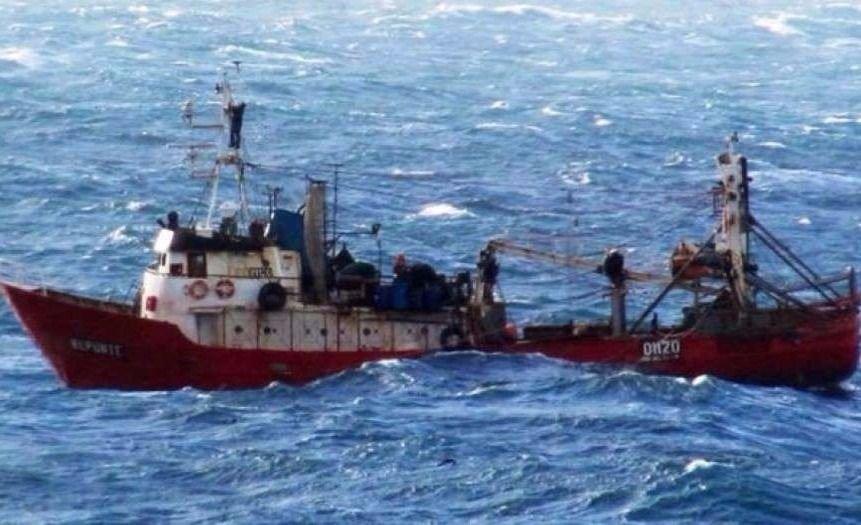 Siguen desaparecidos tripulantes del pesquero que naufragó ayer