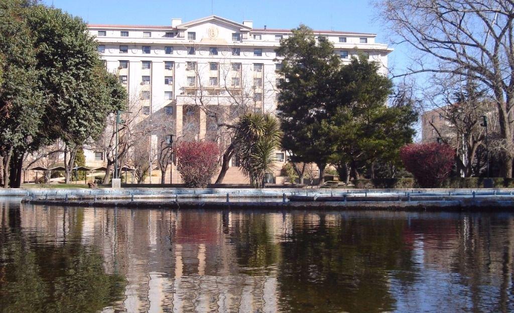 Mendoza con justicia tironeada y dividida