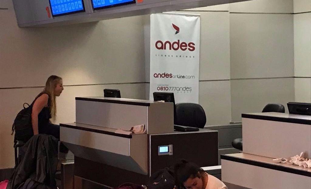 Protestas por un vuelo de Andes con 15 horas de retraso
