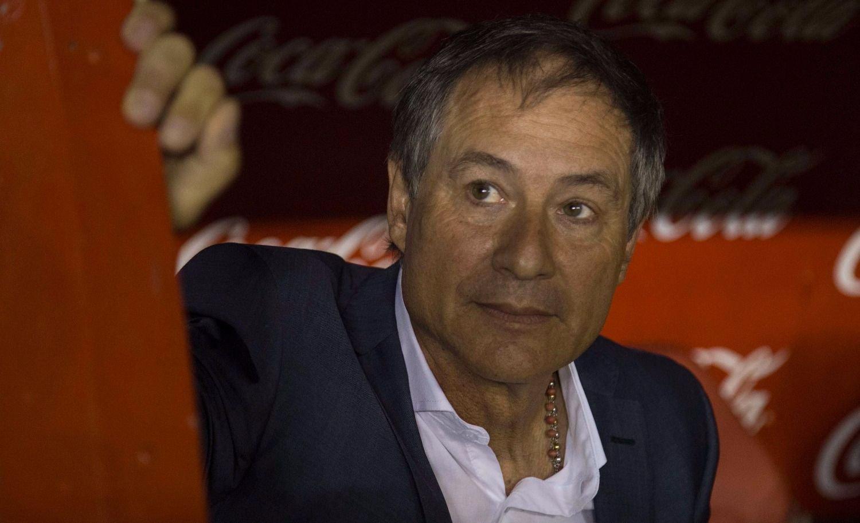 La barra brava de Independiente amenazó al entrenador Ariel Holan
