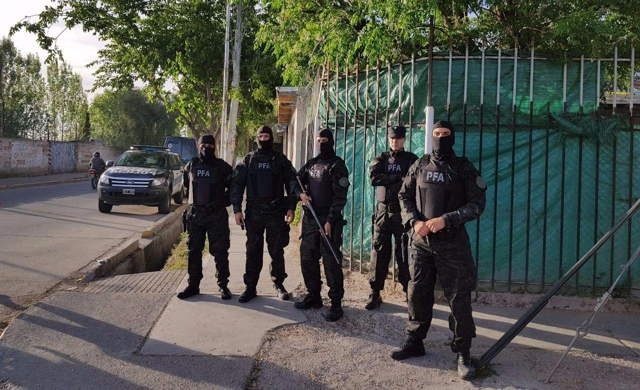 MEGA operativo acabó con narcos detenidos, armas y más de $2 millones incautados
