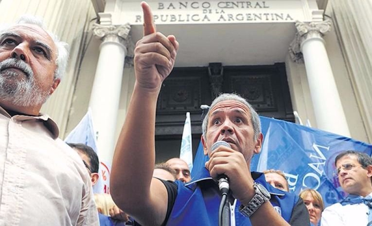 Los bancarios y los docentes rechazaron el proyecto del Gobierno