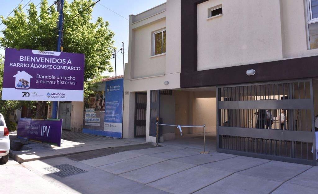 Entregaron un complejo habitacional en Godoy Cruz
