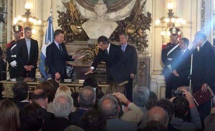 Macri puso en funciones a los nuevos Ministros de Agroindustria y Salud