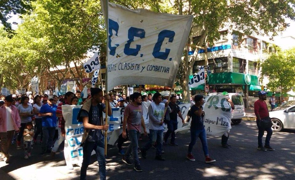 Trabajadores rurales marcharon por las calles de Mendoza