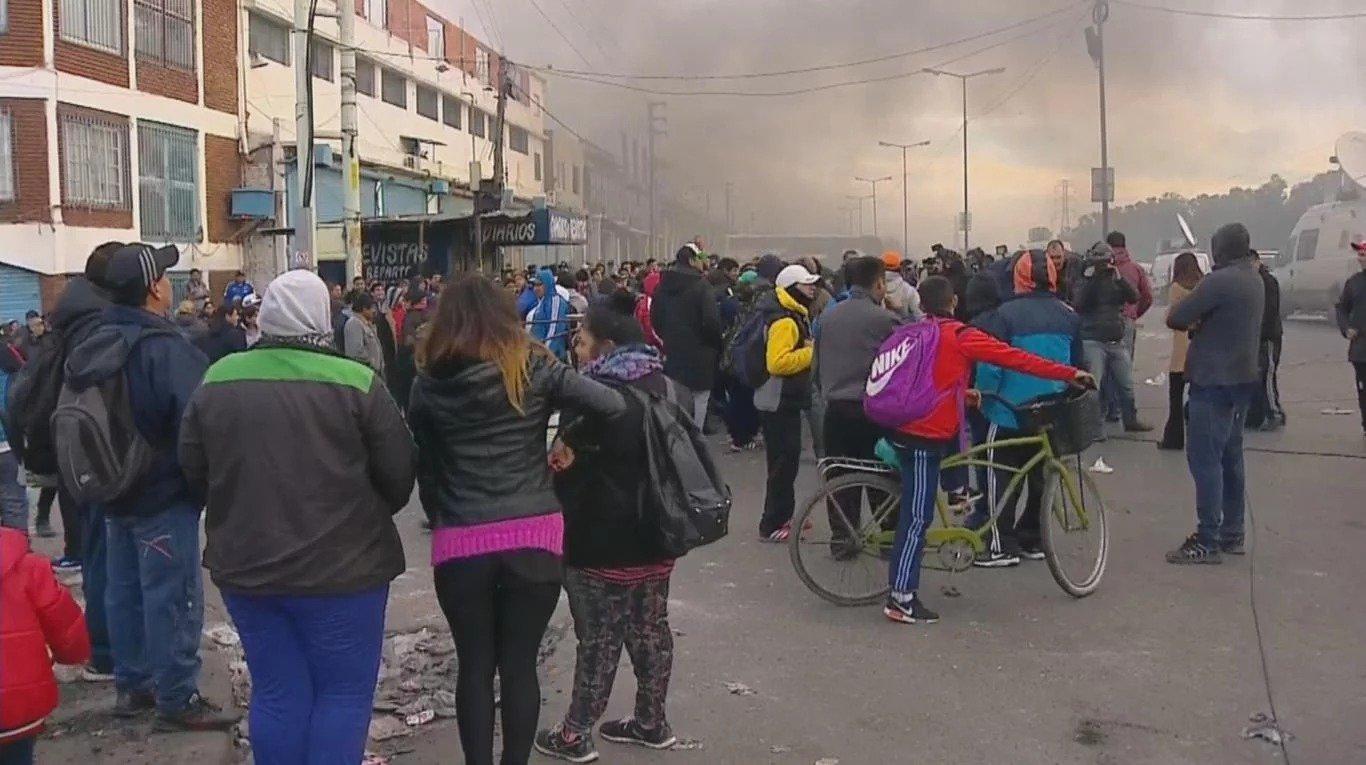Megaoperativo en La Salada: realizan 500 allanamientos por ropa trucha