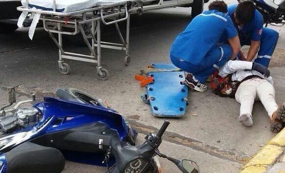 Iba por la costanera en moto, perdió el control y murió al chocar contra un árbol