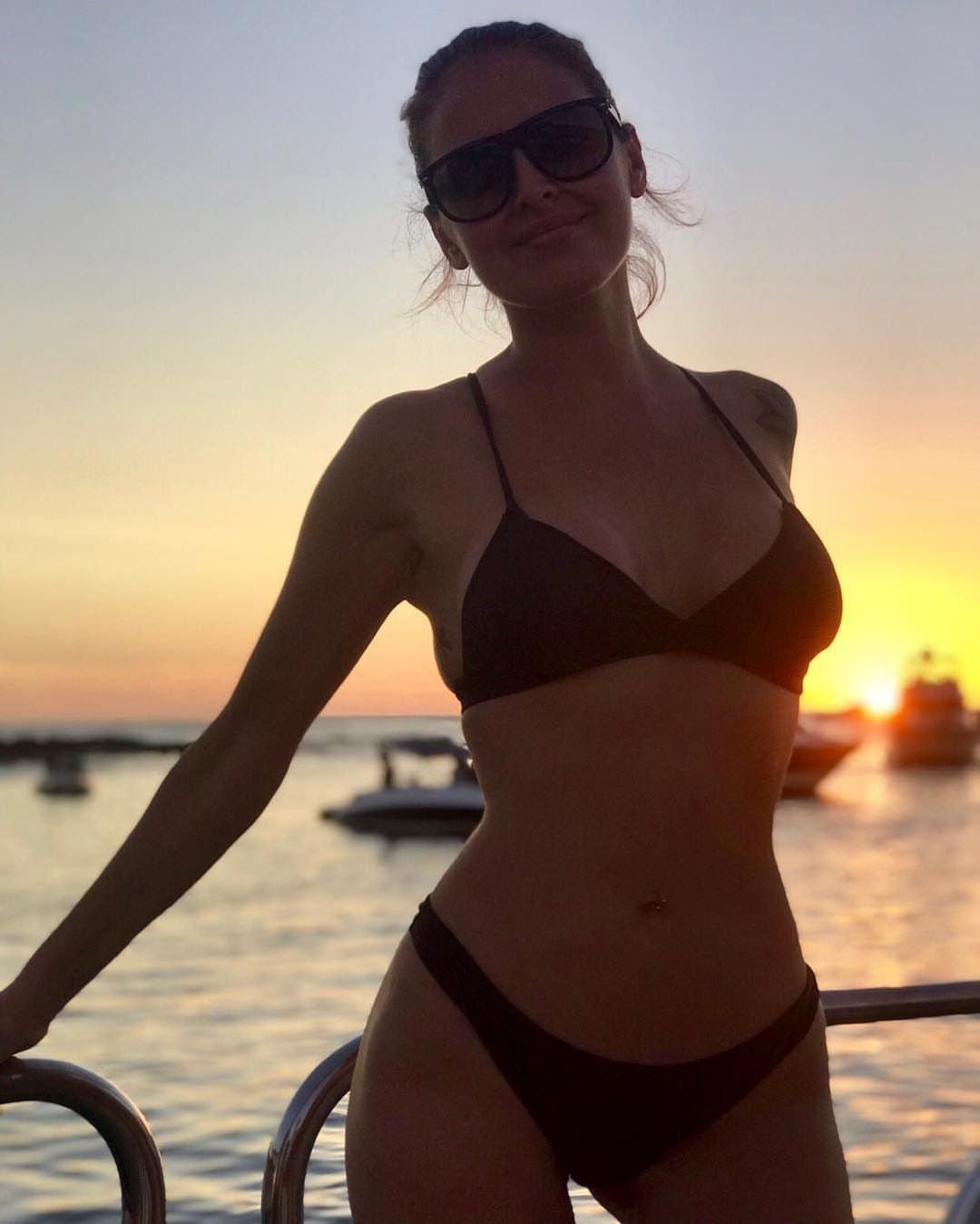 silvina-luna-instagram-desnuda-foto-cama-argentina-modelo