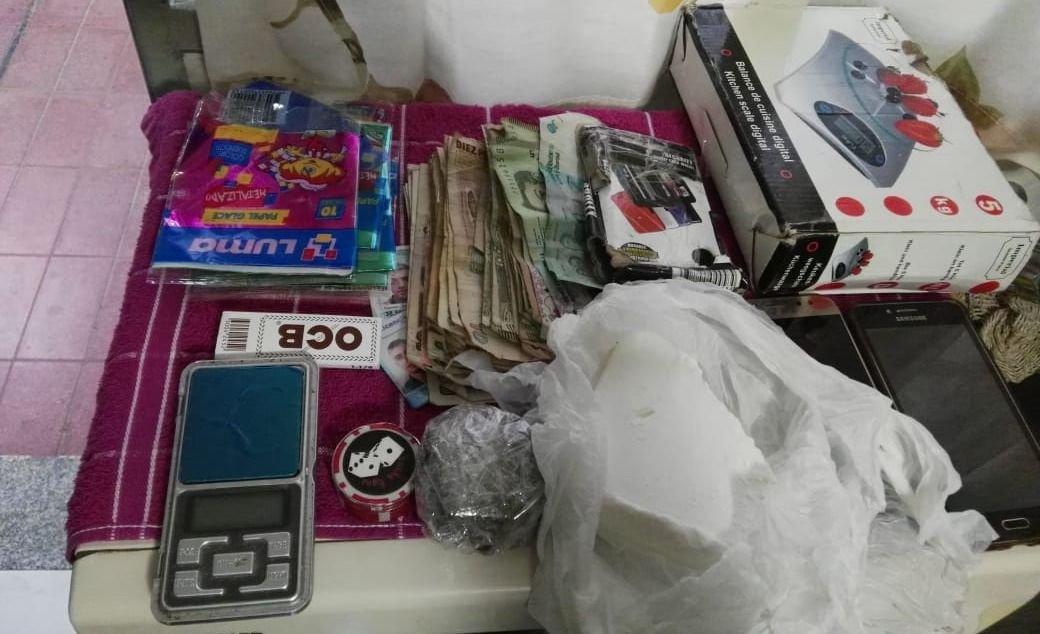 Un joven fue detenido con drogas y dinero en efectivo