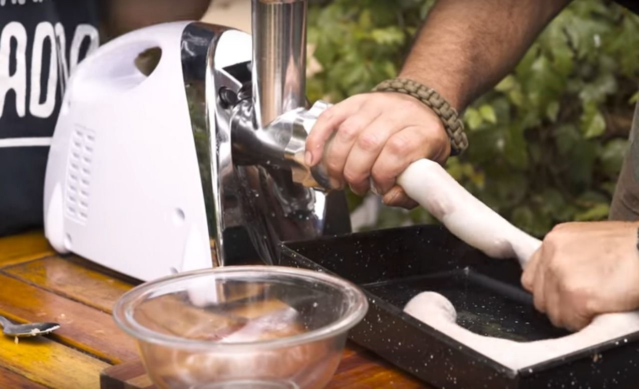 Te enseñamos cómo preparar chorizos caseros