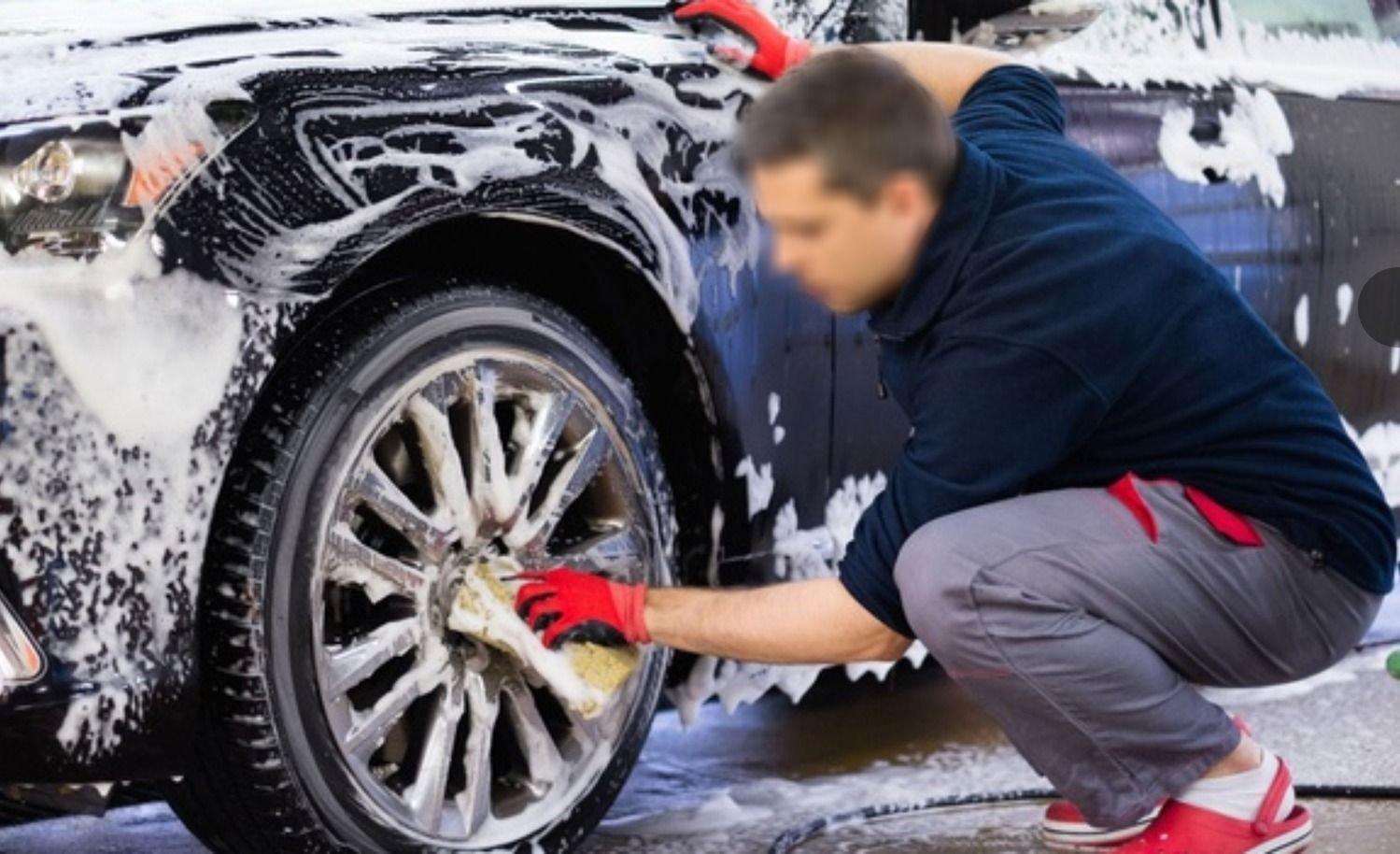 Mendoza: lavaba el auto junto a su novia y le dieron un tiro