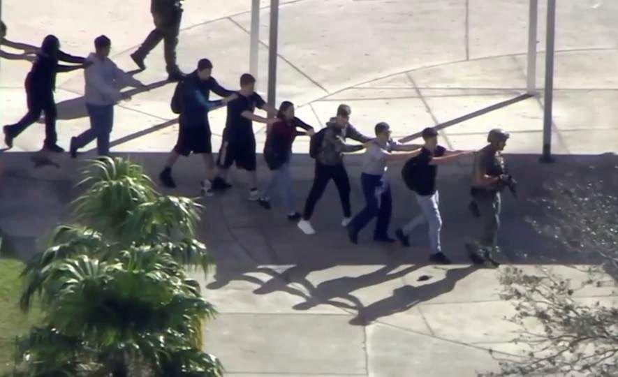 VIDEOS| Así se desató el tiroteo en la escuela de Florida
