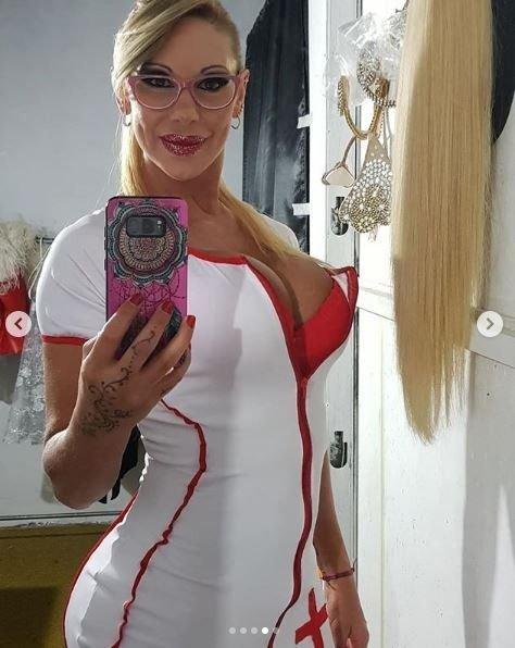 monica-farro-enfermera-vedette-obra-fotos-verano-video-las-grutas-hot-video