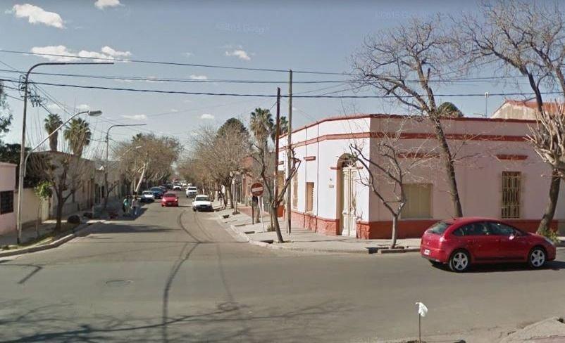 Mendoza: iba en moto y lo atropelló un micro