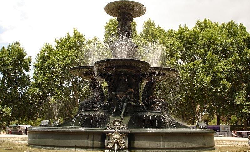 Mendoza: se bañaban en la Fuente de Los Continentes y maltrataron a los guardaparques