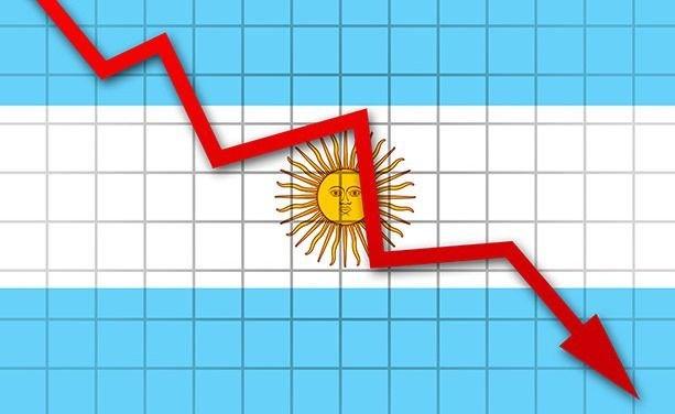 """Para Álvarez Agis, la economía estuvo """"al borde del colapso"""""""