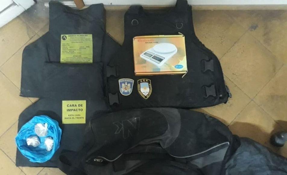 Recuperaron un chaleco antibalas que le habían robado a un policía
