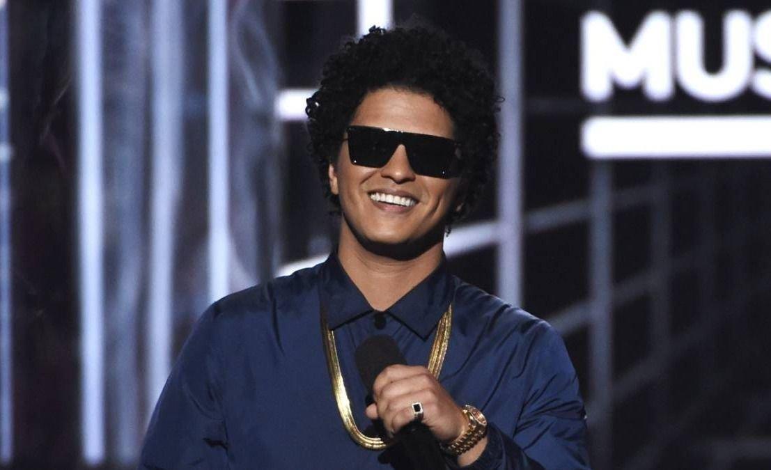 Bruno Mars donó 1 millón de dólares.