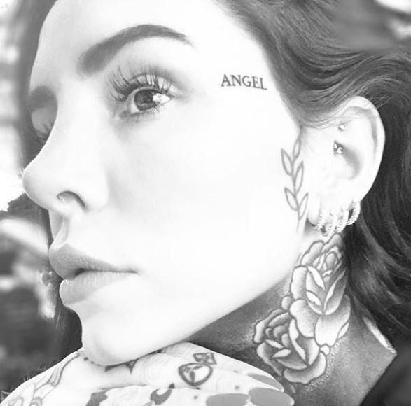 Candelaria-Tinelli-tatuajes-serpiente-topless-cuello-famosa-fotos