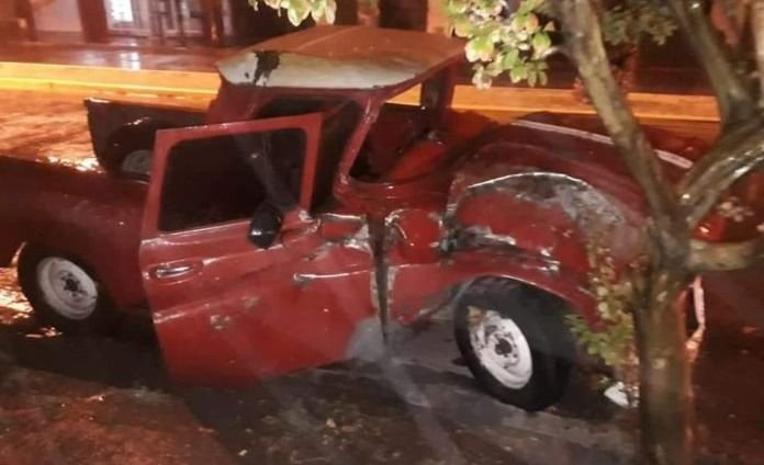 San Martín: un conductor está grave luego de chocar contra una palmera