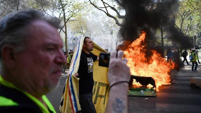 chalecos amarillos-parís-francia-notre dame-incendio-detenidos-protestas-marchas-distrubios
