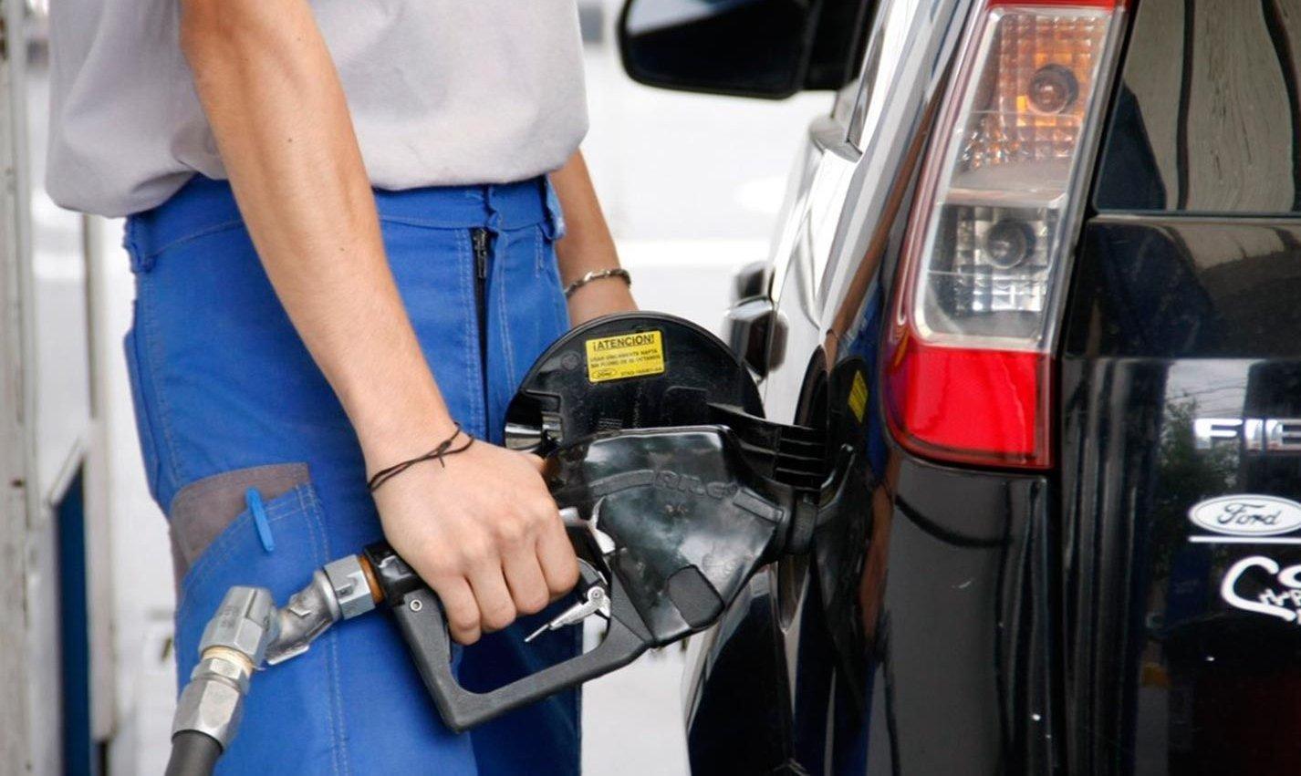 El Gobierno autorizó un aumento del 4% en el precio de los combustibles