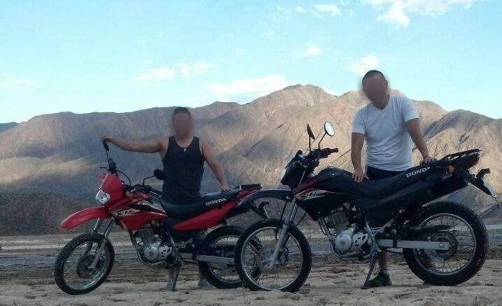 Cada uno andaba en su moto y se las robaron
