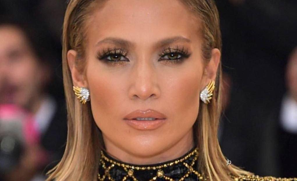 Jennifer Lopez se pone un abrigo de piel y saca otro hitazo en este 2018