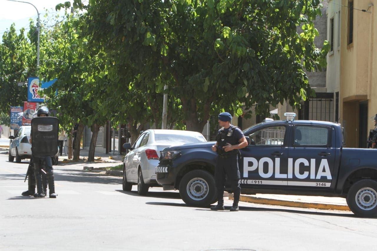 Persecución en Guaymallén: chocaron un auto e intentaron huir de la Policía