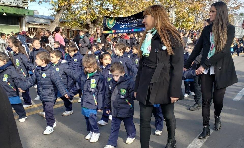 Luján festejó su aniversario con un desfile cívico - militar