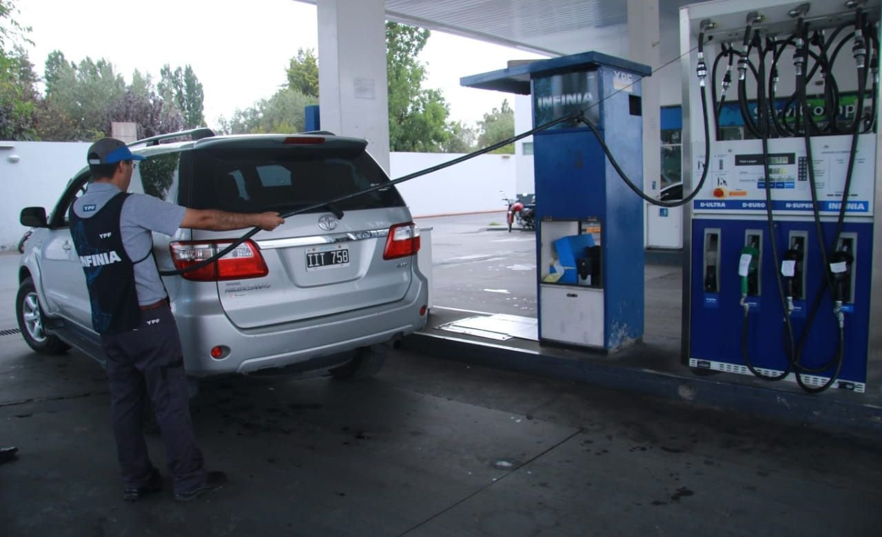 Se mantiene el congelamiento de naftas pese a la suba del petróleo