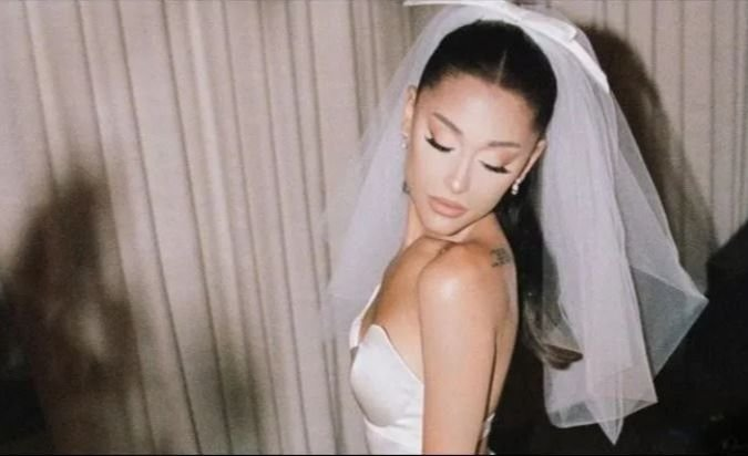 """Ariana Grande dio el """"sí"""" y compartió las fotos de su casamiento"""