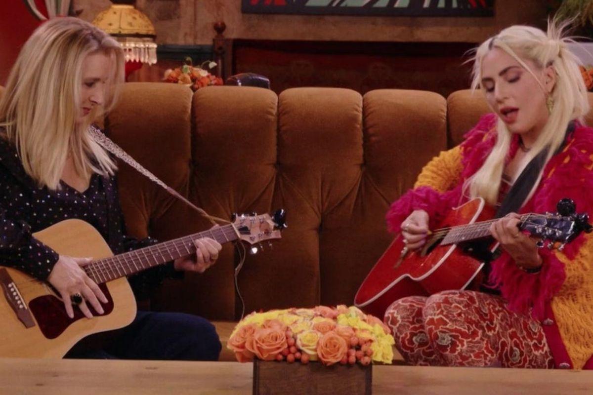"""VIDEO   La interpretación de """"Smelly Cat"""" por Lisa Kudrow y Lady Gaga"""