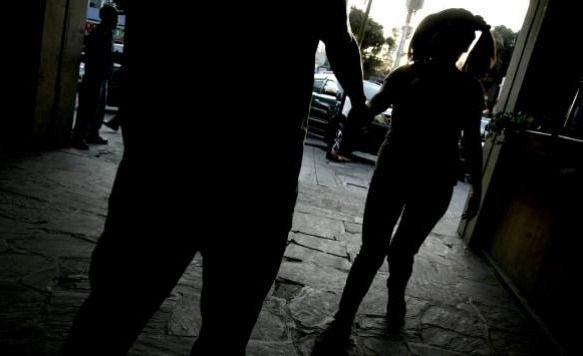 Degenerado violaba a su hija de 3 años y se la entregaba a un amigo