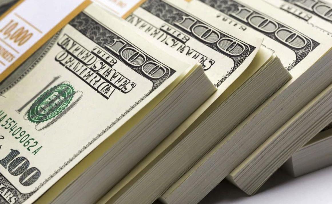 """Efecto """"corrida bancaria"""": los argentinos sacaron de los bancos US$ 10.000 millones en un mes"""