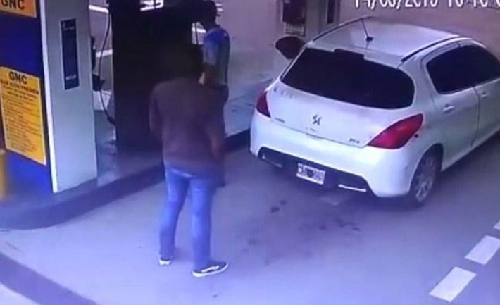 Le explotó el tubo de gas por llevar cocaína y se fugó