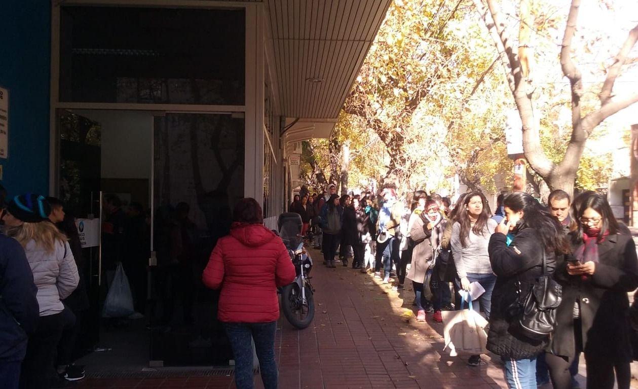 Usuarios del transporte enfurecidos por el bloqueo de tarjetas Red Bus