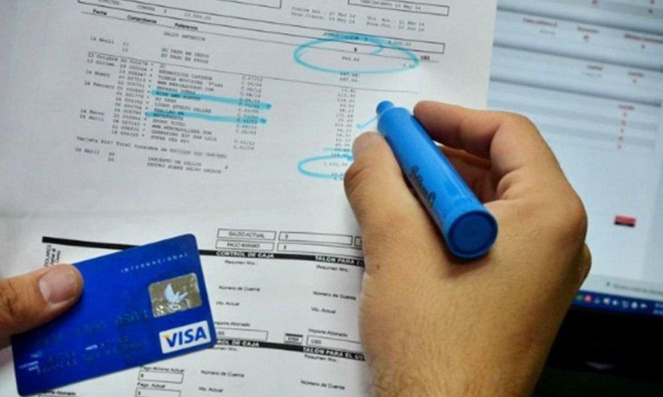 ¿Conviene pagar solo el mínimo del resumen de la tarjeta?