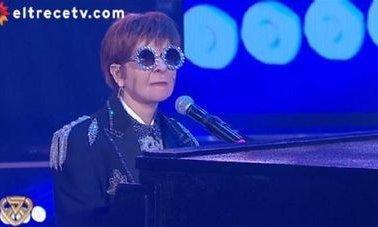 ShowMatch: Débora Plager imitó a Elton John y sorprendió a todos