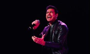 """Carlos Rivera canta """"Estar Enamorado"""" junto a Raphael"""