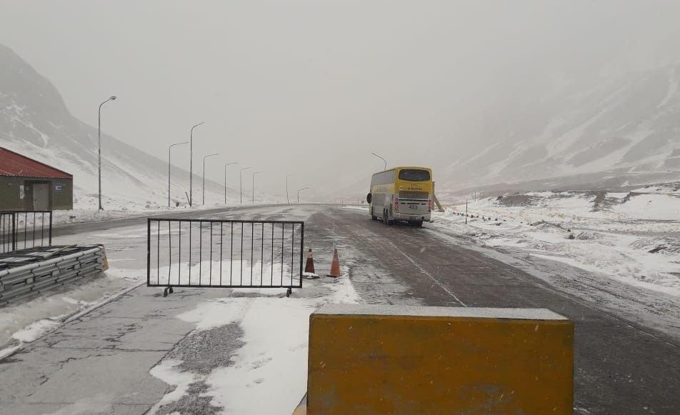 Pronóstico para el miércoles: alerta por nevadas y vientos intensos en la cordillera