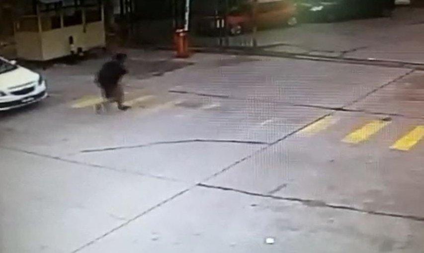 Video as le robaron su equipo a un fot grafo mendocino for Sanborns de los azulejos tiene estacionamiento