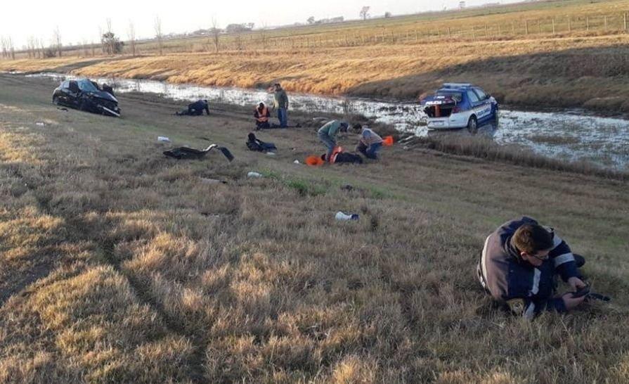 Un policía murió y otros cuatro resultaron heridos tras ser atropellados por un auto