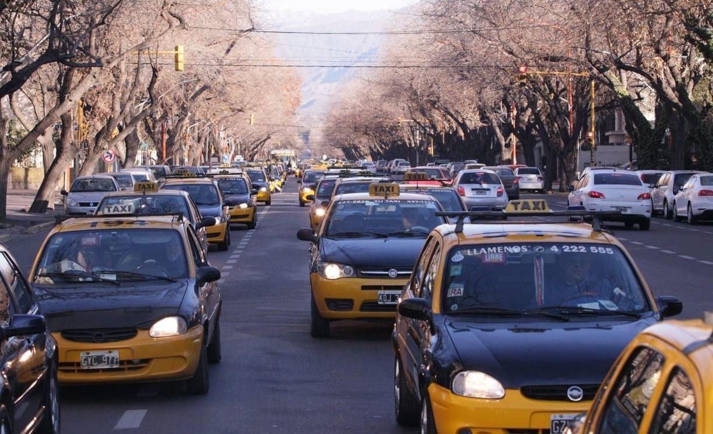 Mendoza taxis aumento Aprotam tarifas fernando saez pedro guerra incremento
