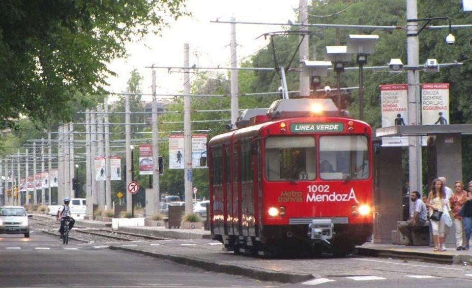 UTA Mendoza paro transporte SIPEMOM Metrotranvía